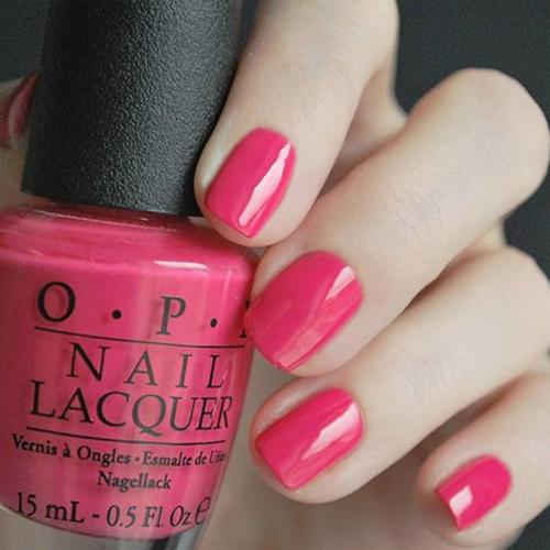 opi charged up cherry фото на ногтях