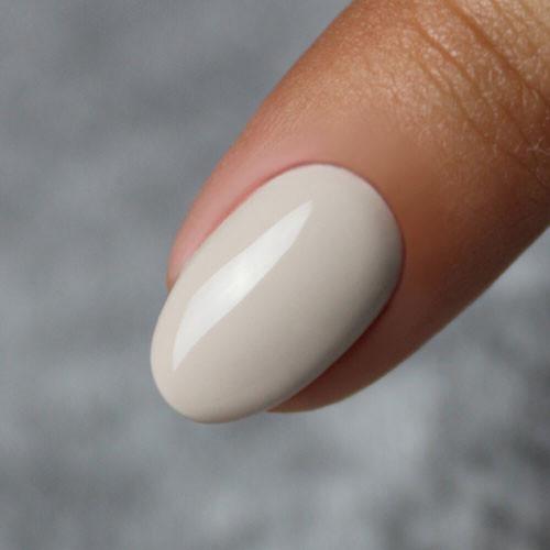 masura basic модный нюд 3.5 мл на ногтях