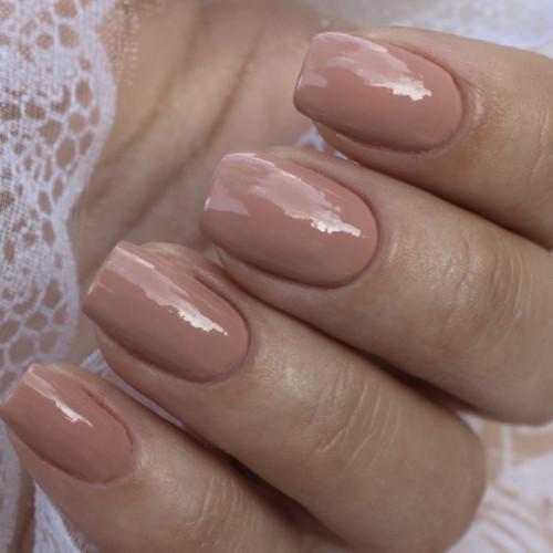 Гель-лак Bluesky 80563 (бежевый) на ногтях