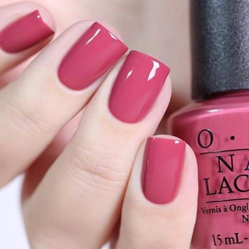 opi aurora berry-alis фото на ногтях