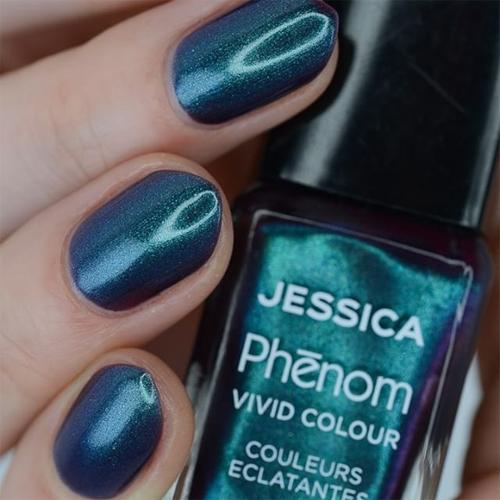 phenom 078 under the mistletoe aфото на ногтях